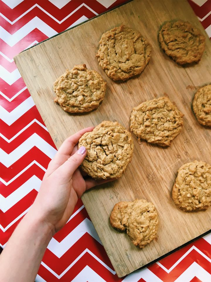 Soft and Chewy Peanutbutter Oatmeal Cookies